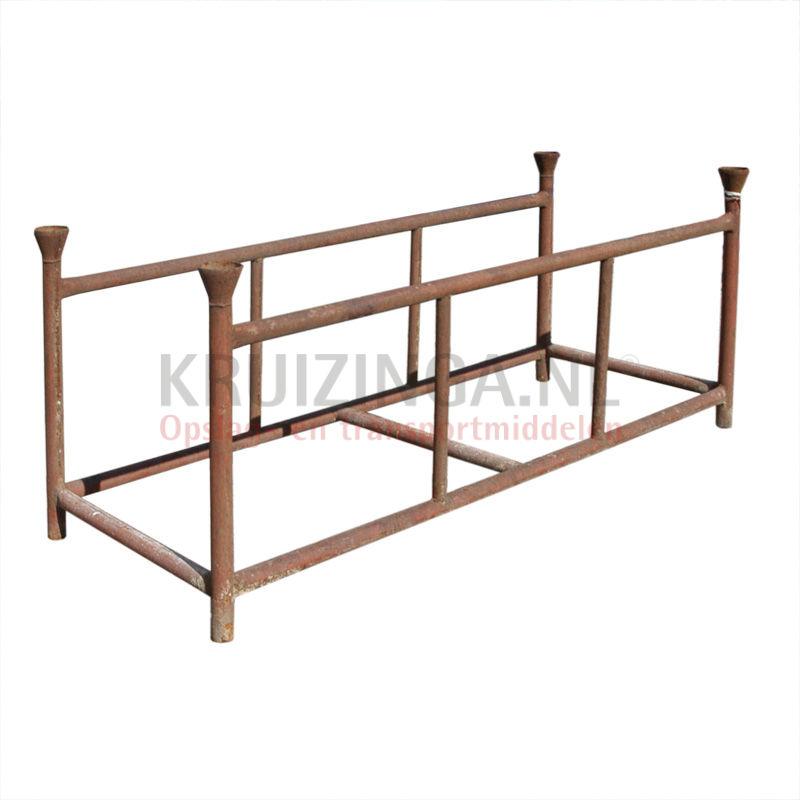 palette de stockage rack pour les cl tures empilable occasion. Black Bedroom Furniture Sets. Home Design Ideas